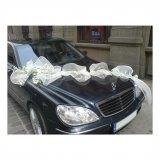 Dekoracja samochodu do ślubu.